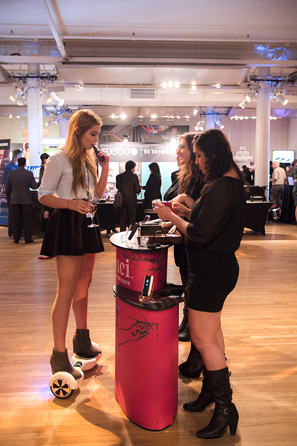 davinci vaporizer team talking to customer